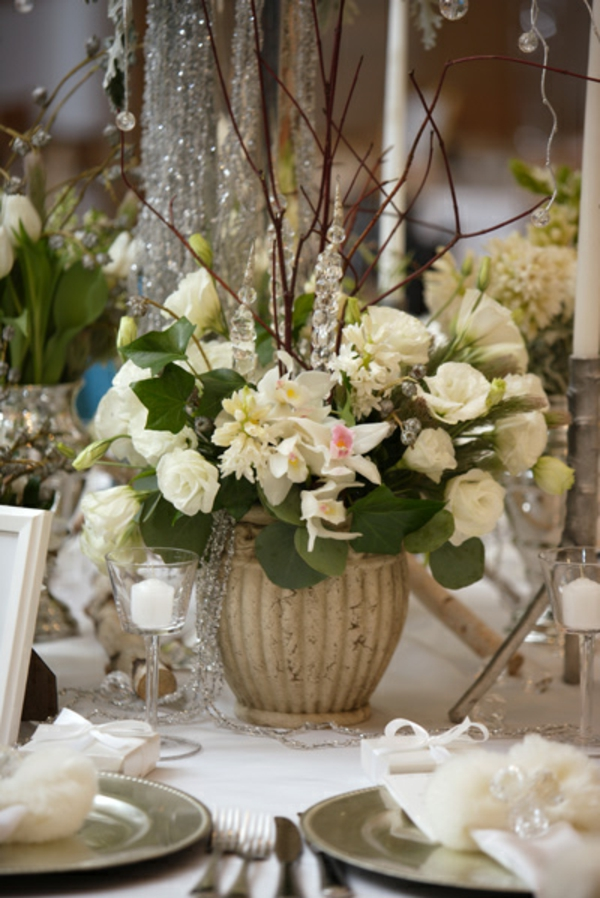 decoration-florale-pour-mariage-idee-roses-blanches