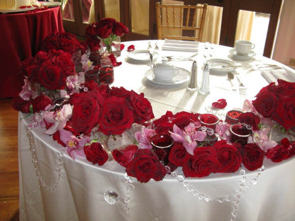 decoration-florale-pour-mariage-idee-roses-table