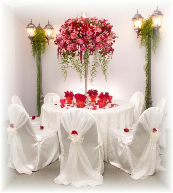 decoration-florale-pour-mariage-table-blanche-roses
