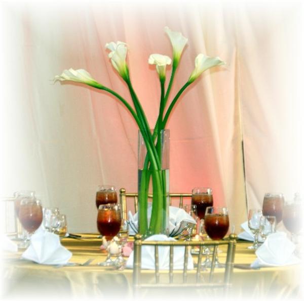 decoration-florale-pour-mariage-table-verres-vins