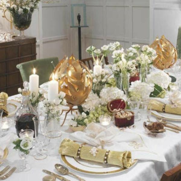 decoration-nouvel-an-table-boules-couverts