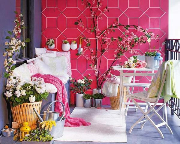 decoration-terrasse-exterieure-mur-violet