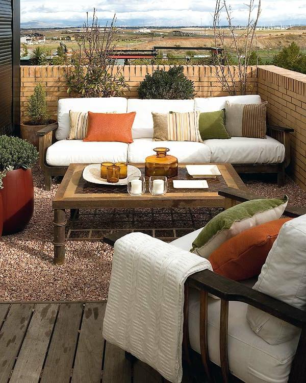 decoration-terrasse-exterieure-salon-coussins-coloris
