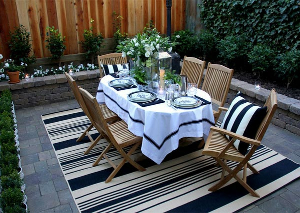 decoration-terrasse-exterieure-table-idee-noir-et-blanc-design