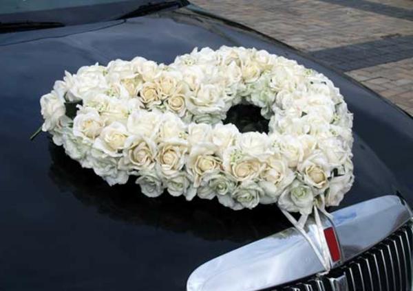 decoration-voiture-mariage-bouquet-roses