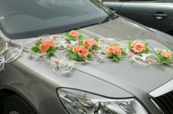 decoration-voiture-mariage-jeune-mariee