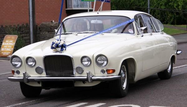 decoration-voiture-mariage-rubans-bleus