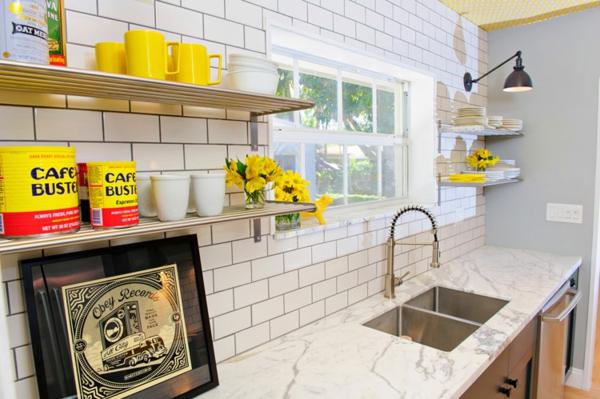 design-pour-la-cuisine-avec-de-carrelage-en-blanc