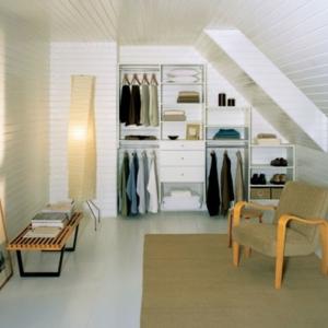 Un dressing mansarde - des idées créatives pour l'usage efficace de l'espace disponible