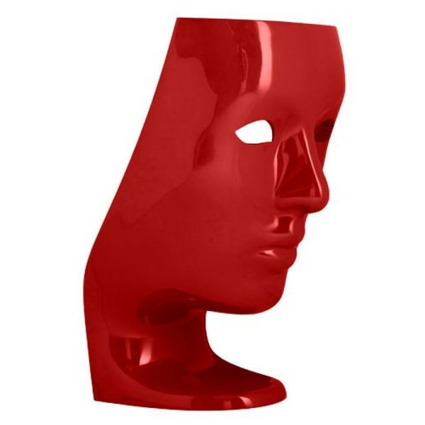 fauteuil-design-rouge-en-forme-d'une-tete-laquee