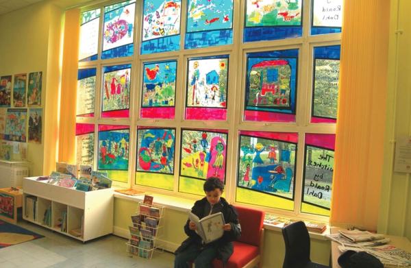 film-adhésif-de-vitrage-dans-un-jardin-d'enfants