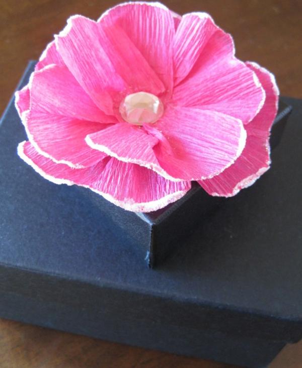 fleur-en-papier-crepon-idee-embalage-cadeau