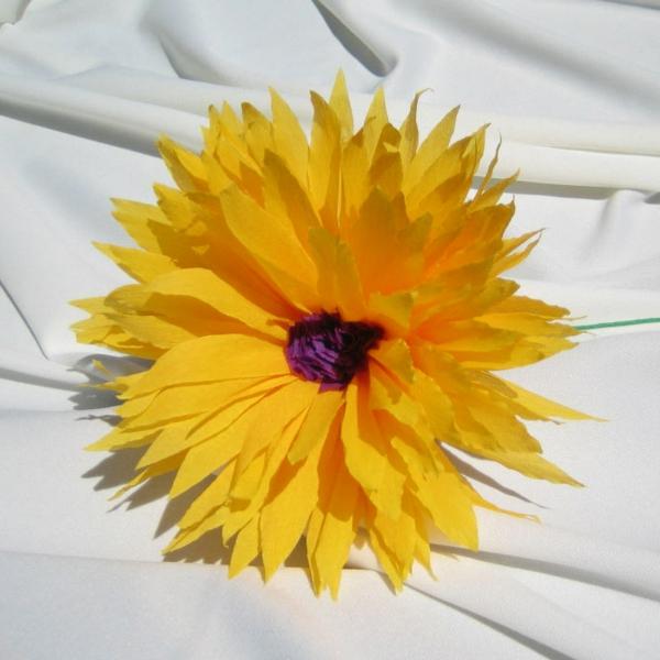 fleur-en-papier-crepon-jaune