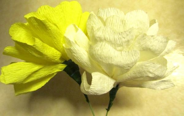 fleur-en-papier-crepon-jaunes-roses