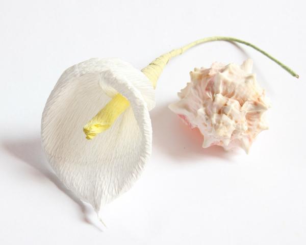 fleur-en-papier-crepon-jolie-cala-pour-decoration-mariage