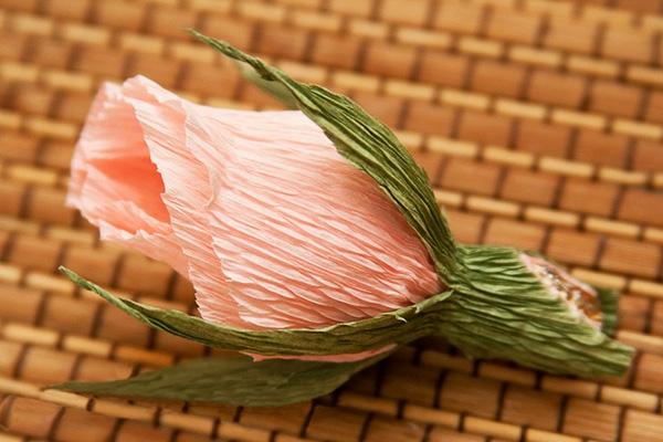 fleur-en-papier-crepon-rose-bouton