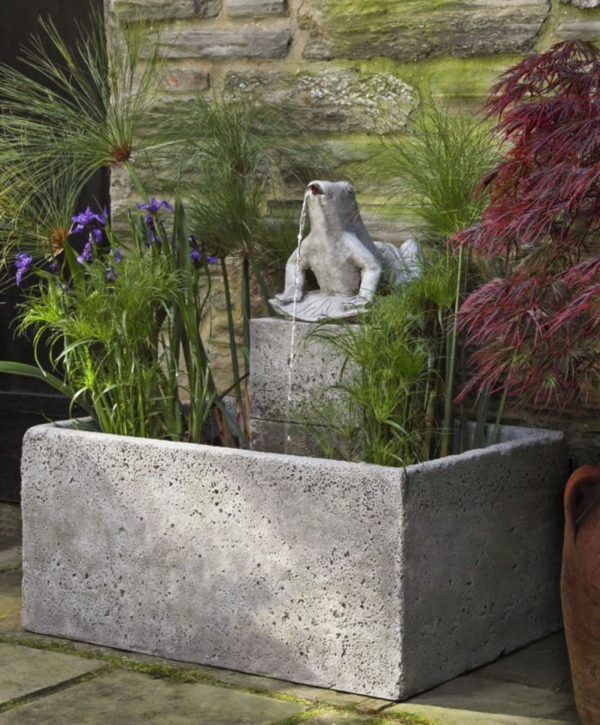 fontaine-de-jardin-design-extravadante-crapaud