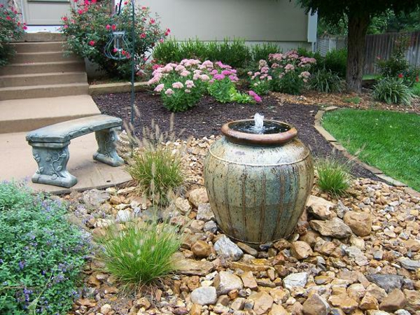 fontaine-de-jardin-design-grand-pot