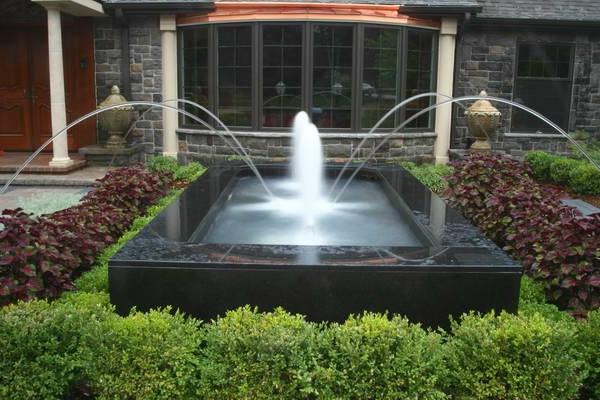 fontaine-de-jardin-design-luxueux-avec-bassin