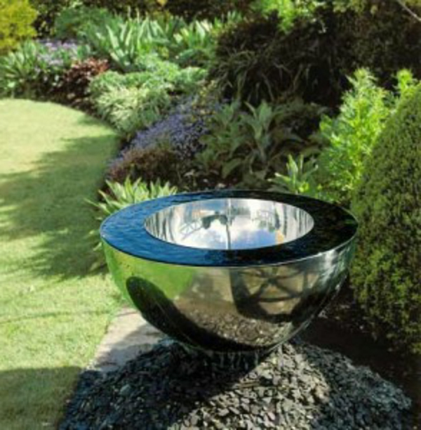 fontaine-de-jardin-design-moderne-coupe-metal