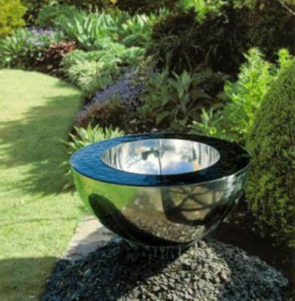 fontaine-de-jardin-design-moderne-coupe-metal