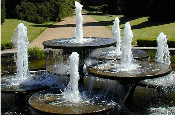 Une fontaine de jardin design quelques id es en photos fascinantes - Grand bassin de jardin ...
