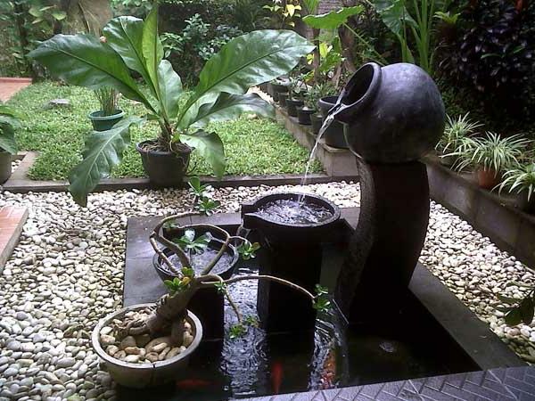 fontaine-de-jardin-design-pot-etcruches-avec-bassin