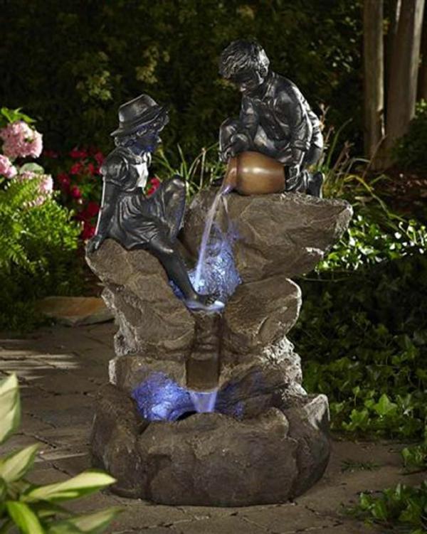fontaine-de-jardin-design-sculptures-enfants-cruche-et-lumieres