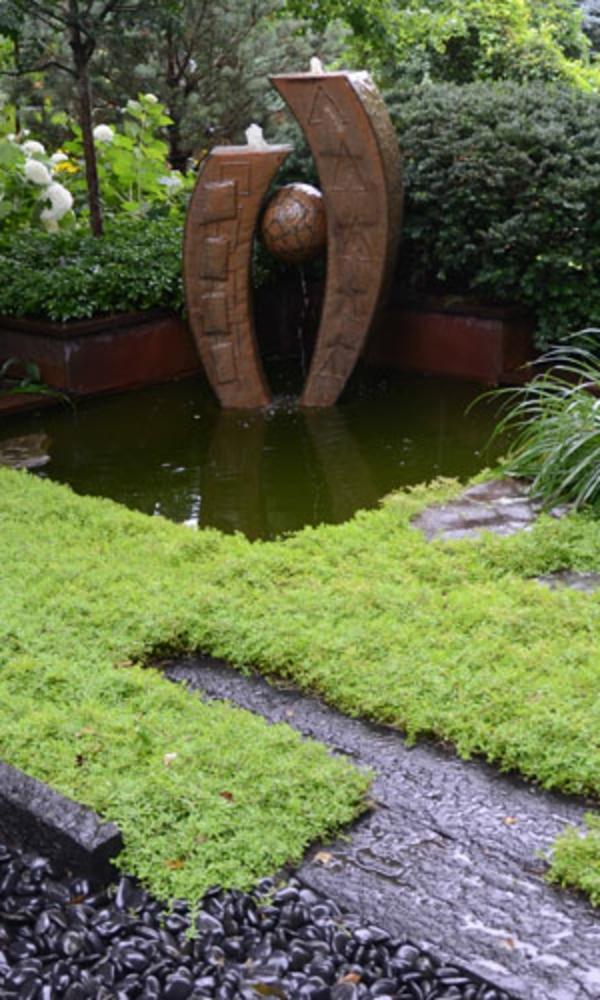 fontaine-de-jardin-design-style-japonais-en-pierre