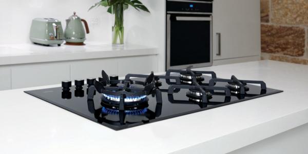 Un four encastrable noir pour votre cuisine jolie et moderne for Cuisine model new