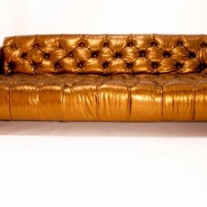 Le canapé de cuir vintage donne un style solide à votre habitation!