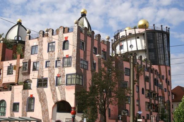 hundertwasser-architecture-la-citadelle-verte