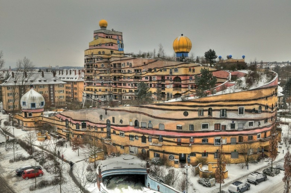 hundertwasser-architecture-la-spirale-de-foret-a-darmstadt-allemagne