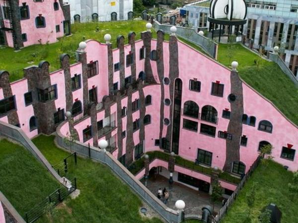 hundertwasser-architecture-magdeburg-toit