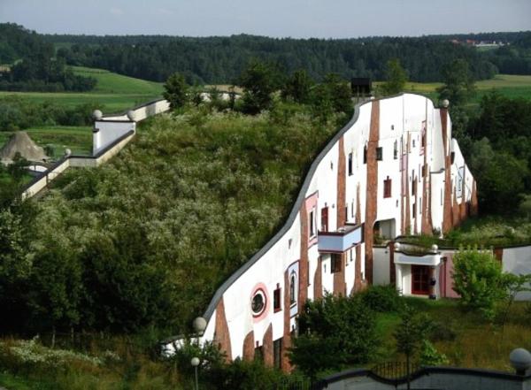 hundertwasser-architecture-resort-thermal