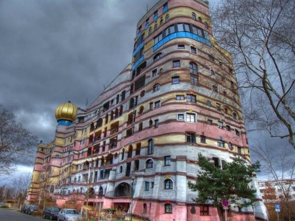 hundertwasser-maison-architecture-la-spirale-de-foret-a-darmstadt-allemagne