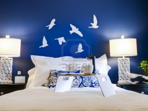 idée-peinture-de-chambre-adulte-en-bleu-et blanc