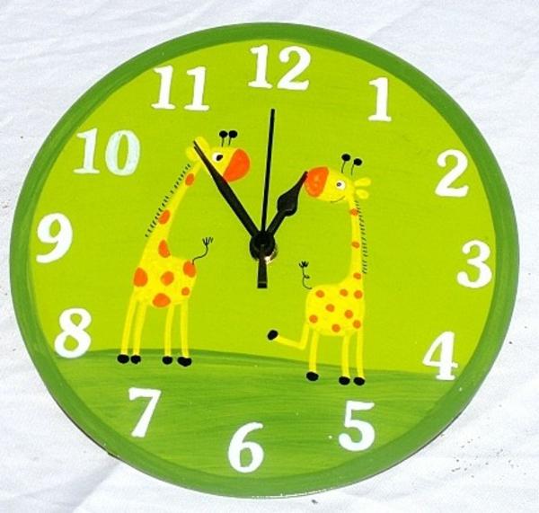 pendule-d' enfant-vert-avec-deux-girafes
