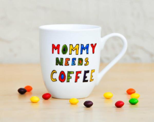 le-tasses-à-café-design-avec-écriteau
