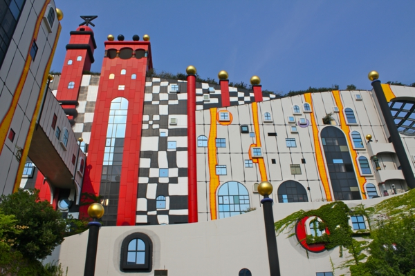 inspiree-par-hundertwasser-architecture-osaka