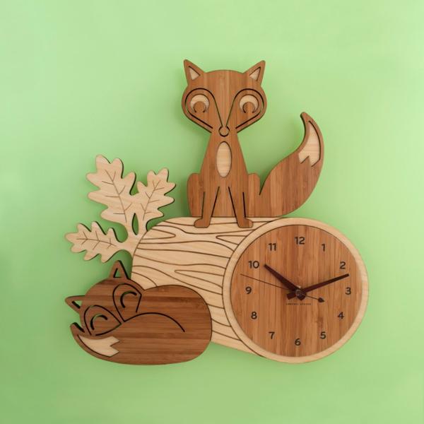 pendule-d' enfant-mural-avec-un-renard-et-un-chat-en-bois