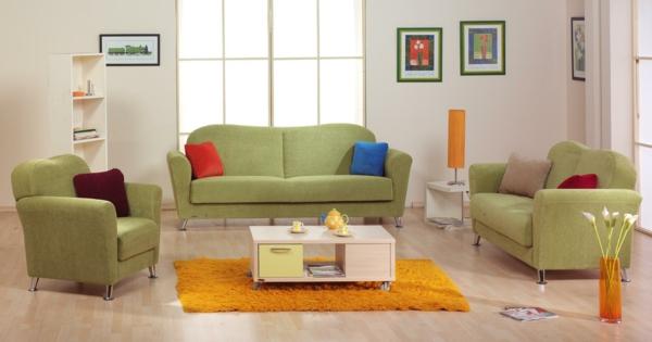 meuble-design-scandinave-avec-des-accents-en-vert-et-orange