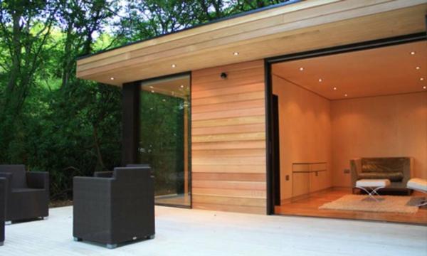 la-maison-en-bois-dans-la-nature-avec terrasse