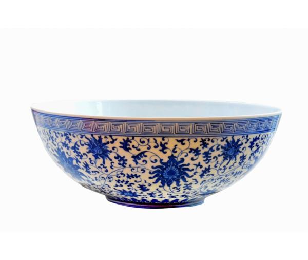 la-passion-pour-la-porcelaine-coupe-en-bleu-et-blanc-décorée-en-style-chinois