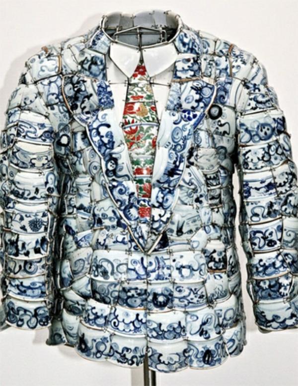 la-passion-pour-la-porcelaine-un-vêtement-masculin-fait-de-porcelaine