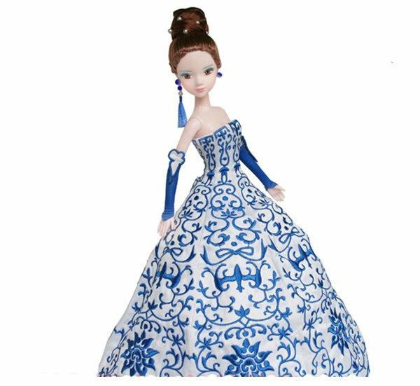 la-passion-pour-la-porcelaine-une-barbie
