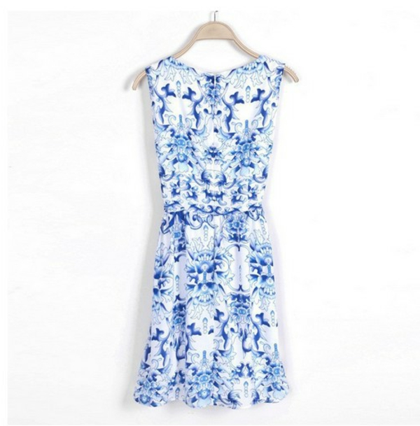 la-passion-pour-la-porcelaine-une-robe-désignée-comme-faite-de-porcelaine