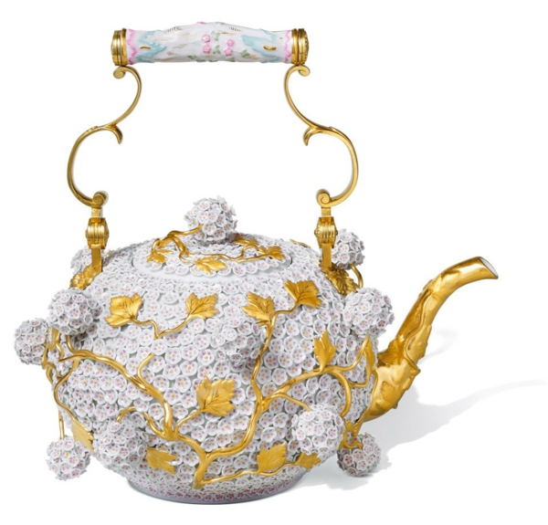 la-passion-pour-la-porcelaine-une-théière