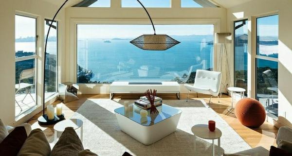 lampadaire-arc-et-un-intérieur-moderne