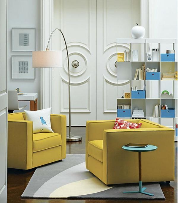 lampadaire-arc-et-des-fauteuils-jaunes